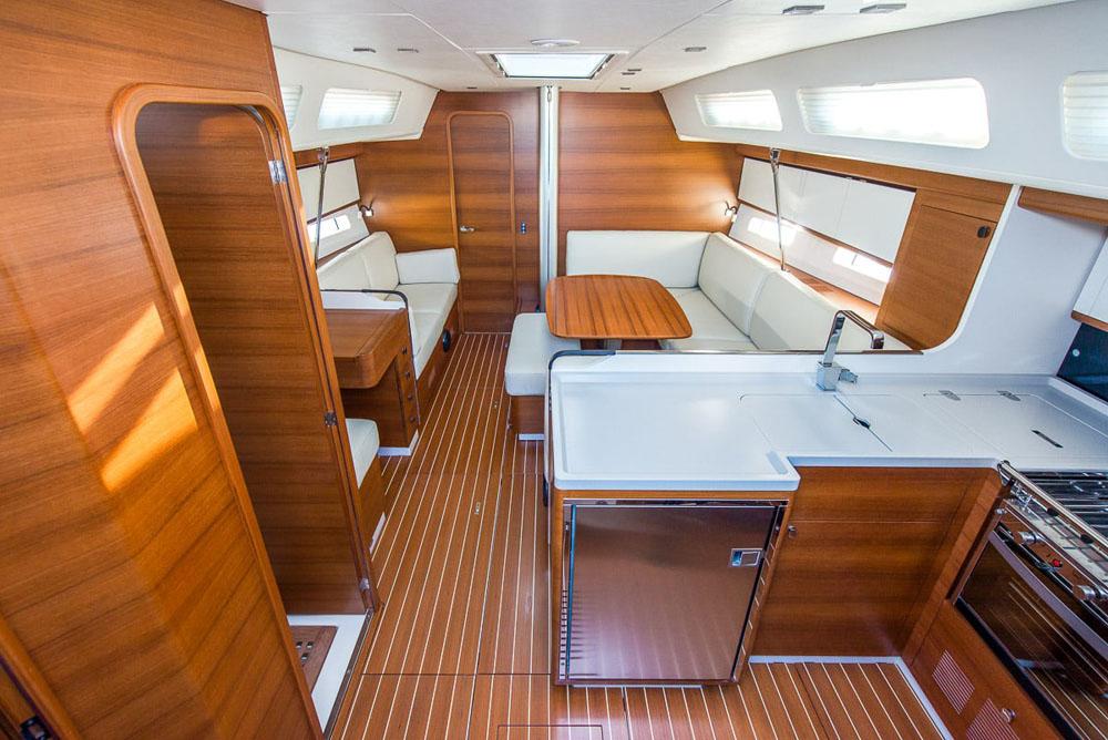 iy-13-98-interni-deck-013-221-edit.jpg